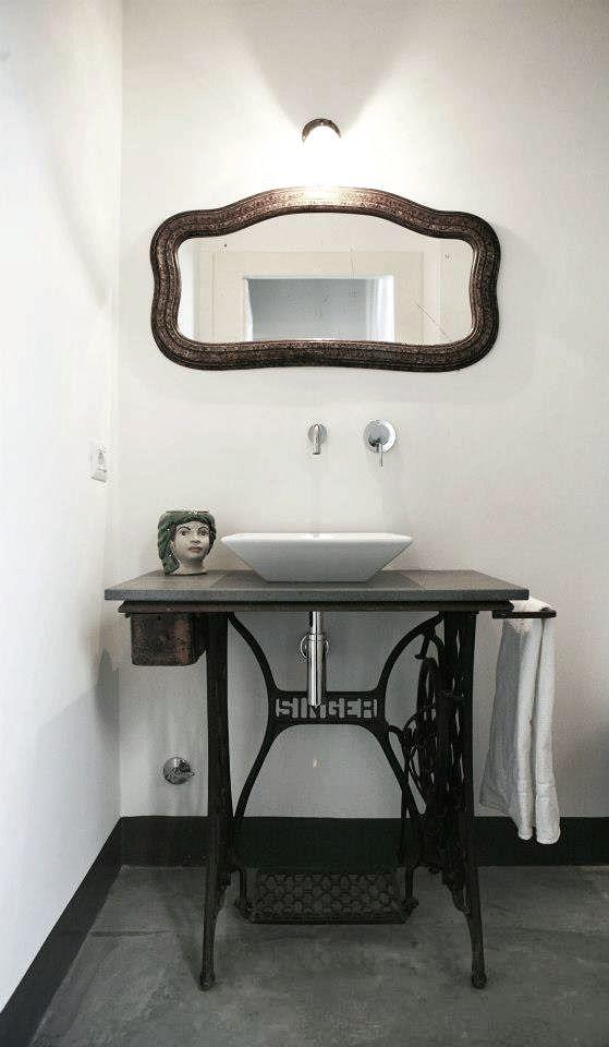 vanité machine à coudre meuble salle de bain